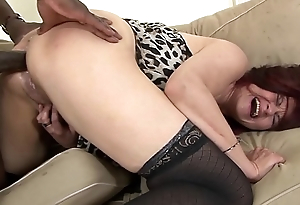 Chunky tits cougar pissing on the floor after hairy hardcore interracial leman