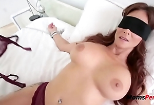 Blindfolded Mommy Thinks It'_s Will not hear of Hubby