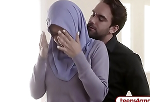 FBI officer copulates curvy Arab wife right in the bore