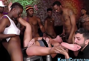 Cuckolding babe in group