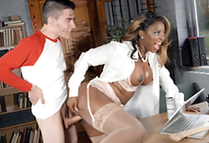 Jasmine Webb leaned on the desk added to got fucked by Jordi