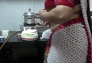 ▶ Leena Bhabhi Sexy Navel Housewife 1