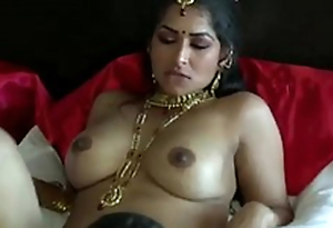 Extremely turned on raven skinned Desi dude foodstuffs wet pussy of his GF