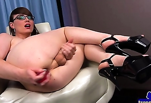 Spex shemale dildoing her tight asshole