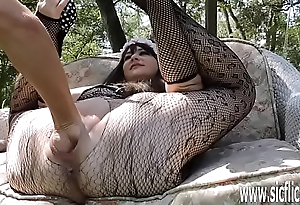 Imitate fisting and sex-toy fucking the brush grand pussy